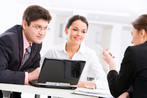 § 5 der Bildschirmarbeitsverordnung schreibt Pausen und alternative Tätigkeiten in regelmäßigen Abständen vor.