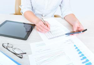 BildscharbV: Die Arbeitsplatzverordnung für den Bildschirm, welche passende Arbeitsschutzmethoden vorgibt.