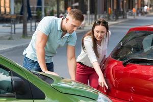 Geschieht auf einer Dienstreise mit Privat-Pkw ein Unfall, zahlt nicht immer der Arbeitgeber.