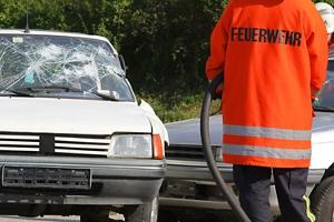 Entsteht durch Fahrlässigkeit auf einer Dienstreise ein Unfall, kann das zu Eigenhaftung führen.