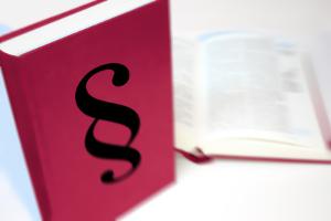 Ergonomische Arbeitsplatzgestaltung wird durch verschiedene Verordnungen vorgeschrieben.