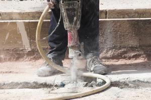 Ist die Gefahrstoffverordnung beim Thema Asbest  zu ungenau?  Bauarbeiter sehen sich in ernster Gefahr.