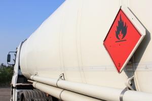 Die Gefahrstoffverordnung regelt die Arbeit mit lebensgefährlichen Substanzen.