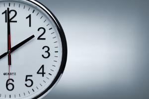 Die Dauer der Arbeitszeit wird im Jugendarbeitsschutzgesetz in § 8 behandelt.