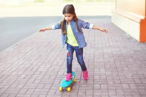 Das Jugendarbeitsschutzgesetz zieht das Alter von Kindern und Jugendlichen in Betracht und legt entsprechende Regeln fest.