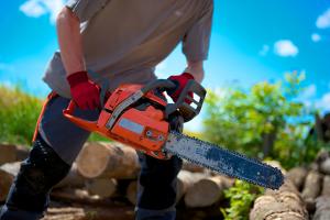 Körperliche Belastung am Arbeitsplatz betrifft nicht nur Handwerker- und Bauberufe.