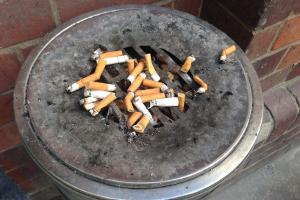 Nichtraucherschutz am Arbeitsplatz muss von Arbeitgebern gefördert werden.