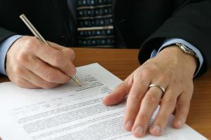 Zum Verrat von Betriebs- und Geschäftsgeheimnissen kann es auch nach einem Jobwechsel kommen.
