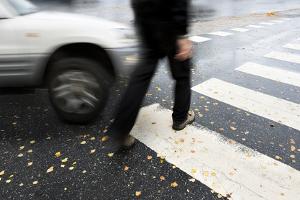 Wegeunfall in der Mittagspause: Der Fußmarsch bis zur Tür der Kantine ist für gewöhnlich versichert.