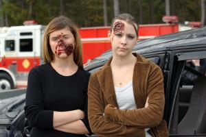 Nach dem Wegeunfall: Ein Sachschaden geht oft mit einem Personenschaden einher.
